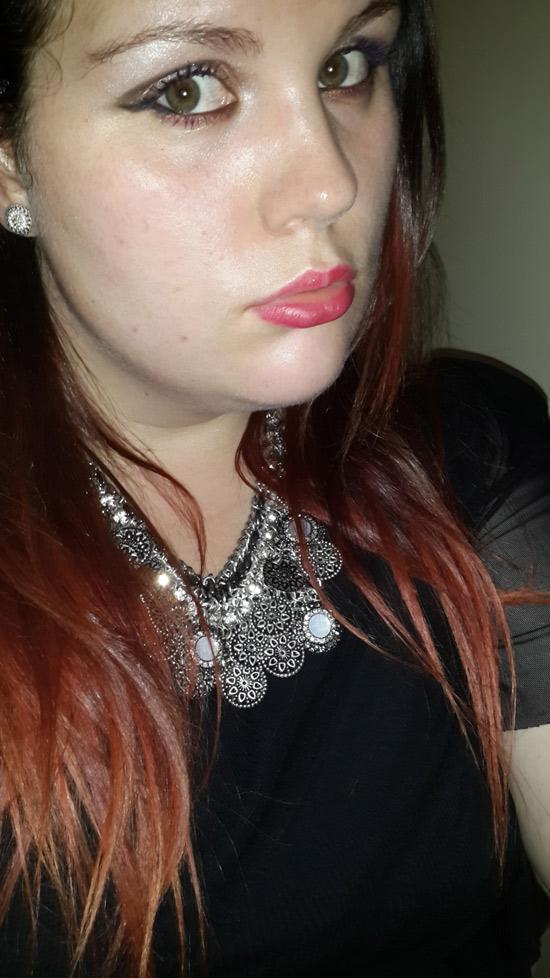 Amélie, rousse aux jolies formes