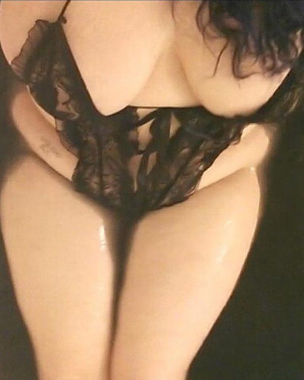 Anabelle brune pulpeuse en body dentelle
