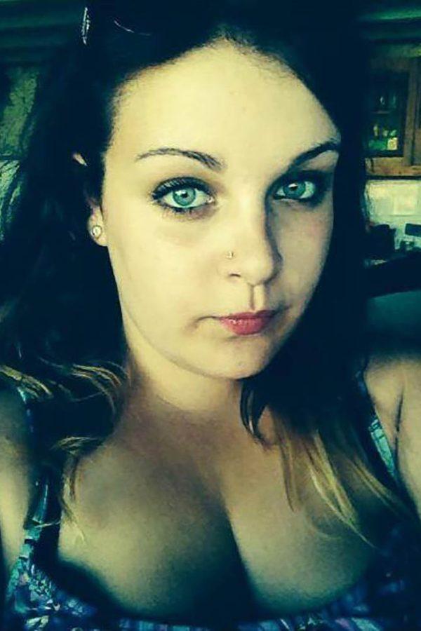 Anais charmante célib aux yeux bleus