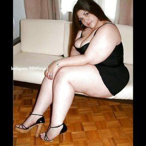 Latina babe à la chair grassouillette