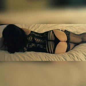Escort pulpeuse en lingerie fine