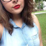 Gabrielle, jolie brune à lunettes, de Bordeaux, cherche relation sincère