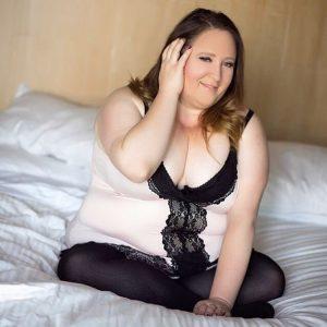 Régine, femme obèse en nuisette érotique